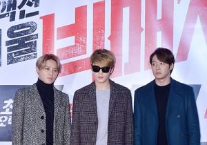 JYJ、流行りのロングジャケットでクールな装い!映画『ビッグマッチ』VIP試写会