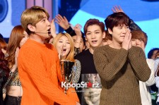 """SUPER JUNIORカンイン&キュヒョン、2人とも""""トロフィー""""獲得!MBC MUSIC『SHOW CHAMPION』"""