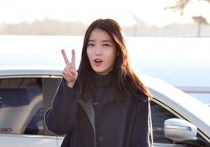 IU、ブラックコーデでシックに登場!「2014 Mnet Asian Music Award」空港ファッション
