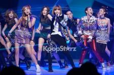 2NE1、斬新な衣装で視聴者を魅了『M! Countdown』ステージ写真