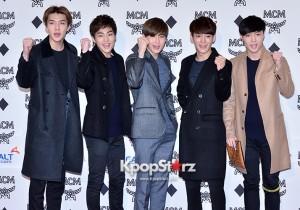 EXOメンバー、ティシャツ&クラッチバッグでブランドアピール!「MCM」オープニングパーティー
