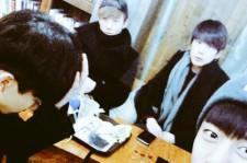B.A.Pデヒョン、メンバーと撮った集合写真で近況を公開!