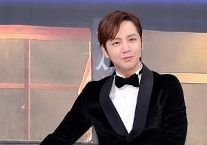 """チャン・グンソク、タキシードに""""釜""""でクールに登場?!tvNバラエティー番組『三食ごはん』制作発表会"""