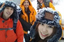KARA ヨンジ、雪の女王に変身?イ・ドンウクらと冬山ハイキング認証ショット公開!