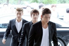 2PM、ビッシとブラックスーツ