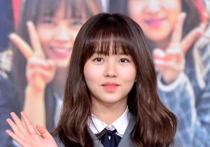 キム・ソヒョン、キュートな笑顔で登場!KBS 2TV『Who are you-学校2015』制作発表会
