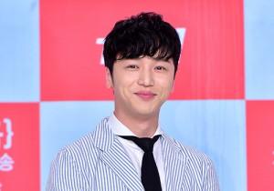 ピョン・ヨハン、爽やかスーツ&笑顔で登場!tvNドラマ『元彼女クラブ』制作発表会