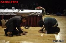 JYJ ジェジュンがファンに土下座! トルコでのファンミーティングで