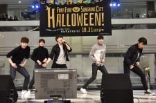 5urprise、日本デビュー曲を池袋サンシャインシティ噴水広場でファンにお披露目!