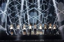 EXO、マカオ公演ステージ生着替え中にハプニング発生?!ネット映像が話題に