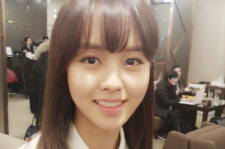 キム・ソヒョン、映画『純情』制作発表会で美貌のセルフショット公開!