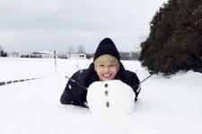 VIXXエンとケン、北海道で雪だるまを作って遊ぶキュートなセルフショット公開!