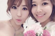 少女時代スヨン、実姉スジンと花束を持った美貌のツーショット写真公開!
