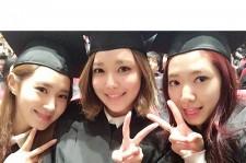 パク・シネ、少女時代ユリ&スヨンと共に卒業式ショット公開!