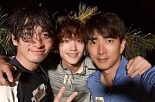 コ・セウォン、2PMチャンソン&ソ・ガンジュンと記念ショット!「戦友愛を感じた」
