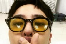 """BIGBANG G-DRAGON、""""指ハート&キス顔""""キュートなセルフショット公開!"""
