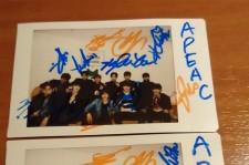 【読者限定プレゼント】Apeaceの直筆サイン入りチェキ写真(2名様)をリツイート&フォローでゲット!
