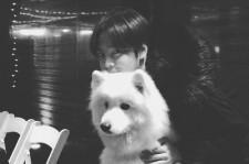 チャン・グンソク、キュートな写真で近況報告!二匹の犬?