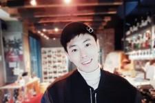 東方神起ユンホ、オシャレなカフェで晴れやかな笑顔の写真公開