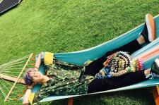 EXO チャンヨル、ハンモックでお昼寝中に起こったハプニングが話題に