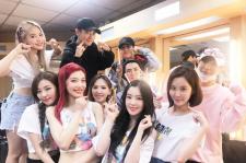 SUPER JUNIOR イトゥク&少女時代 ソヒョン&EXOメンバーら、後輩Red Velvetの初単独コンサート応援認証ショット公開!