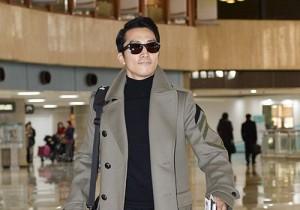 ソン・スンホンのシックな空港ファッション、ファンミ開催で日本へ出国