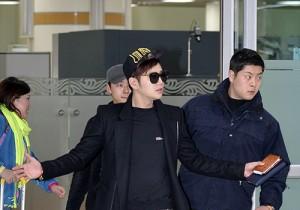 チャン・グンソク、「ZIKZIN LIVE TOUR in ZEPP」大阪公演を終え、金浦国際空港で空港ファッションを披露