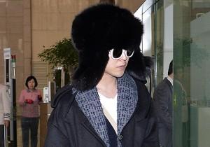 BIGBANG G-DRAGONとD-LITEの独創的な空港ファッション、横浜のファンミで日本へ出国