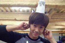 2PM ウヨンが23歳の誕生日! チョコパイ&ハンバーガーのケーキでお祝い