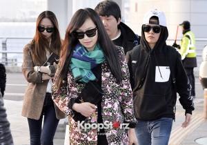 f(x)の空港ファッション、中国ツアー出演で上海へ向けて出国