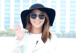 Ailee のヘソ出し空港ファッション!「Music Bank in ブラジル」出演のため出国