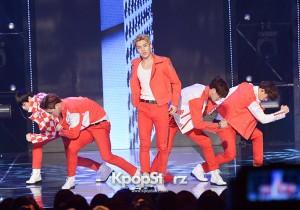 MR.MR、真っ赤な衣装で男のステージを披露「SHOW CHAMPION」に登場
