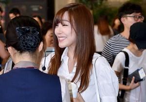 少女時代、パンツスタイルで美脚披露の空港ファッション!コンサートのため日本へ出国