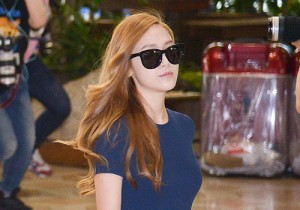 少女時代、ミニスカート&ホットパンツで美脚披露の空港ファッション!コンサートのため日本へ出国