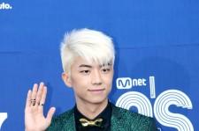 2PM ウヨン、金髪&緑色のスーツでMnet「20's Choice Awards」出席